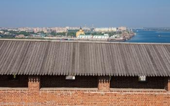 Нижегородский кремль. Участок стены и Стрелка. Фото