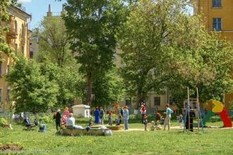 Проспект Молодежный. Радиусный квартал. Детская площадка. Фото