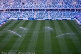 Стадион Нижний Новгород. Автоматический полив газона. Фото с трибуны