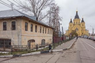 Стрелка. Дом №7 и Собор Александра Невского. Фото Нижнего Новгорода