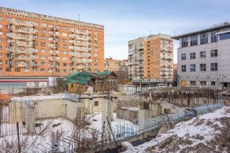 Заброшенная стройка в центре города. Вид с пер. Гранитного на улицу Горького. Фото 2016 года