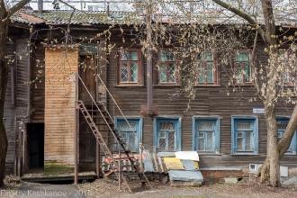 Во дворе дома 230 по улице Горького. Фото