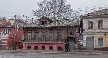 Дома 70 и 72 на Большой Покровской улице. Нижний Новгород. Фото 2015 года