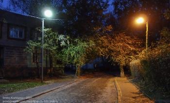 Старые улочки Зеленоградска с булыжными мостовыми. Вечернее фото