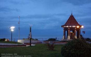 Вечернее фото Зеленоградска. Бювет на набережной