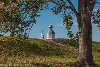 Суздальский Кремль. Церковь за земляным валом