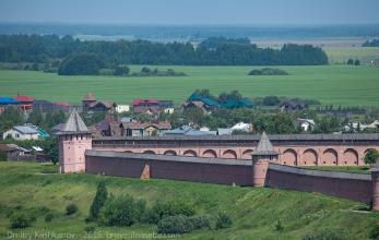 Спасо-Ефимьев монастырь. Стены, башни, луга