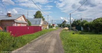 Деревня Шаньково. Главная улица. Летнее фото