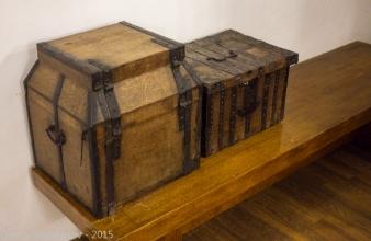 Лари для хранения старинных книг. Музей. Суздаль. 2015 год