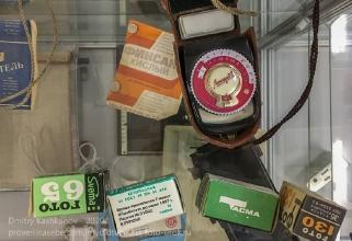 Старые фотопленки, экспонометр, фиксаж