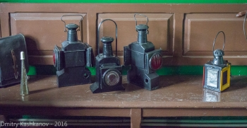 Фонари железнодорожных путевых обходчиков. Фото