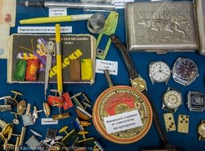 Старые запонки, часы, краски. Сделано в СССР