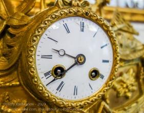 Старинные часы из гостиной дома Волконских. Иркутск