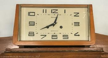 Часы Янтарь. Сделано в СССР