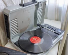 Переносной проигрыватель грампластинок Волна 307С